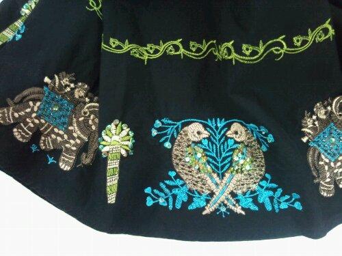 スカート・刺繍部分